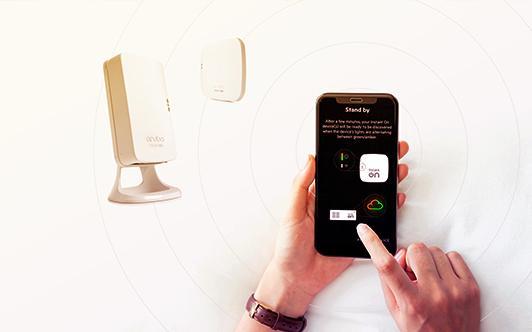 バックグラウンドでアプリとスイッチを使用している人の画像